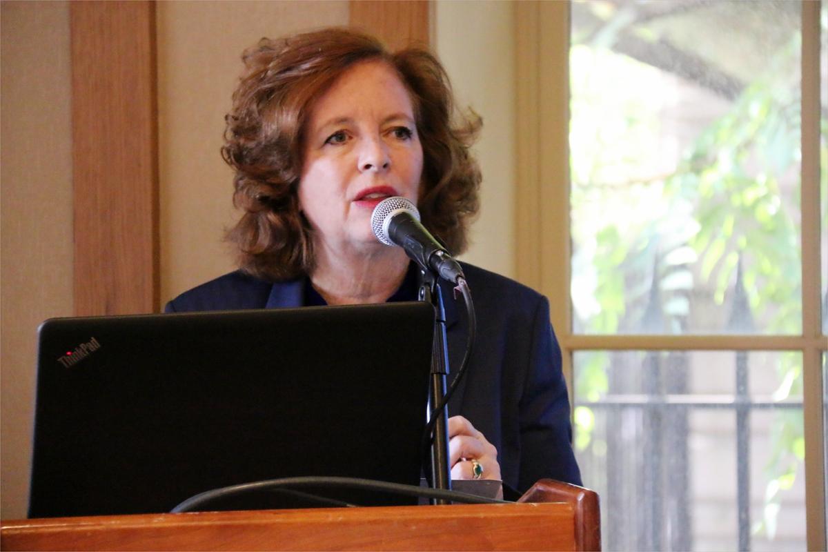 图3. 哥伦比亚大学国际关系与公共事务学院院长Merit Janow教授致开幕辞.jpg